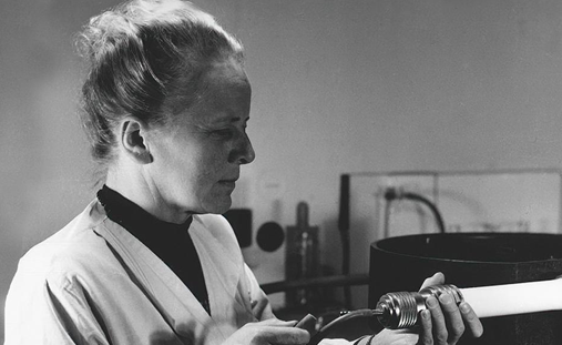 Ida Noddack in laboratory